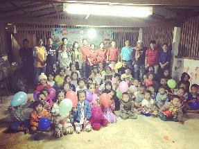 """ซอสภูเขาทอง จัดโครงการ """"Give Back เติมเต็มความสุขให้น้อง ครั้งที่ 5 """" ณ ศูนย์การเรียนรู้ชาวไทยภูเขาบ้านกุยต๊ะ และบ้านมะโอโคะ ต.แม่จัน อ.อุ้งผาง จ.ตาก"""